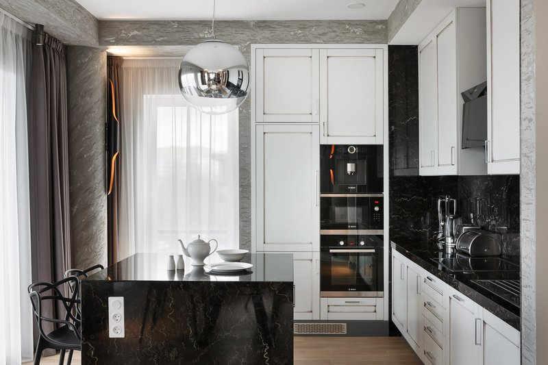 DelightFULL, KitchenPerfect Space in Black and White with Deco Lamp, 1892217.jpg